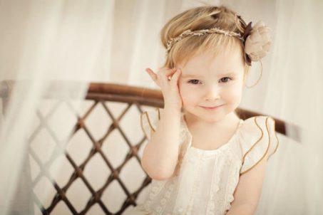 تسريحات الشعر للأطفال للفتيات: 18 الأفكار من قصات الشعر الجميلة والموضة  وبسيطة وسهلة مع الصور