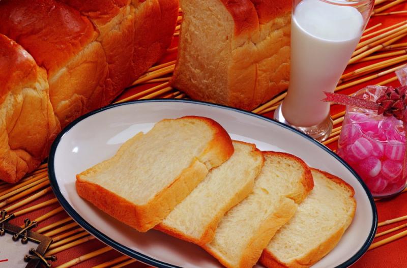 Có bao nhiêu calo trong bánh mì trắng, hàm lượng vitamin và khoáng chất, loại nào có lợi hơn cho cơ thể