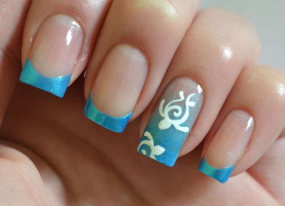 Veste bleue sur les ongles - 5 idées de manucure douce avec photo