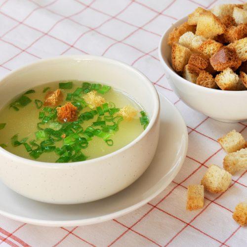 Pileća juha s krekerima