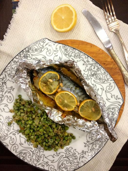Le poisson au four est parfait pour le dîner.