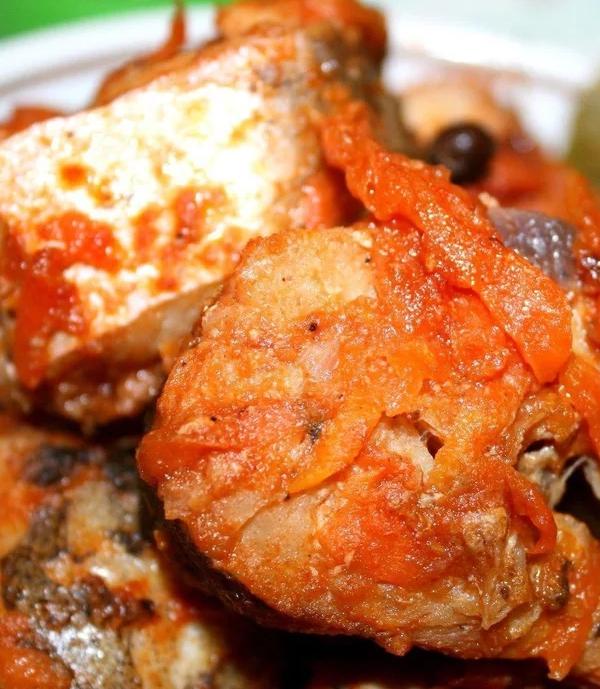 Le maquereau aux légumes est un plat simple mais délicieux.