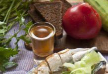 Garšīga aukstā uzkoda ir lieliski piemērota svētku galdam.