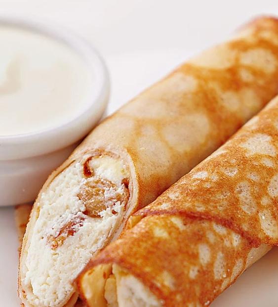 פנקייק בחלב עם גבינת קוטג 'וצימוקים