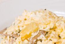 Salāti ar vistu, sēnēm, ananāsiem un sieru