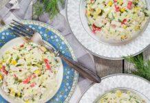 krabju salāti ar kāpostiem un kukurūzu