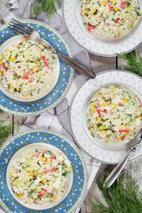 salade de crabe au chou et au maïs