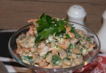 salad với thịt gà, nấm và đậu