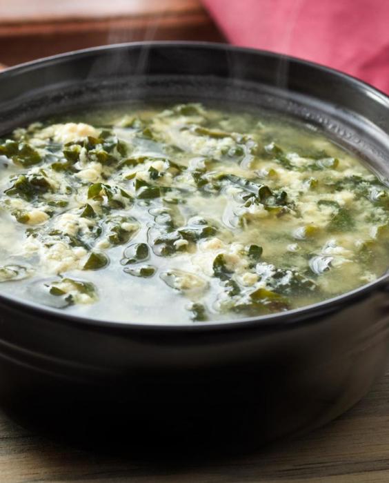 juha od morskih algi s jajetom