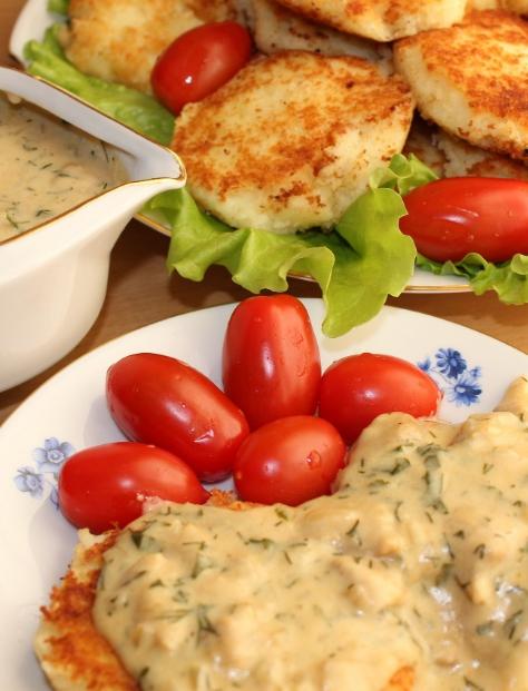 Galettes de pommes de terre à la sauce aux champignons