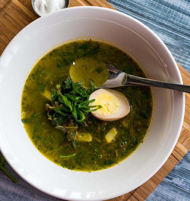 súp với rau bina, trứng và mì