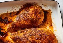 poitrine de poulet dans une marinade de soja et de tomate