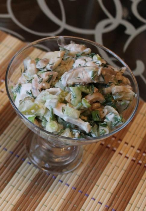 kūpinātu vistas salāti